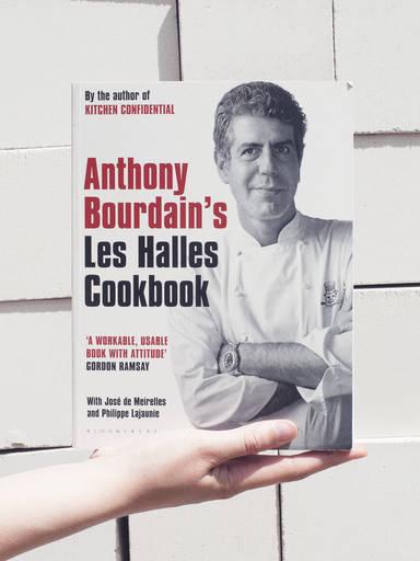 5 Lehren, die wir aus Anthony Bourdains 'Les Halles Cookbook' gezogen haben
