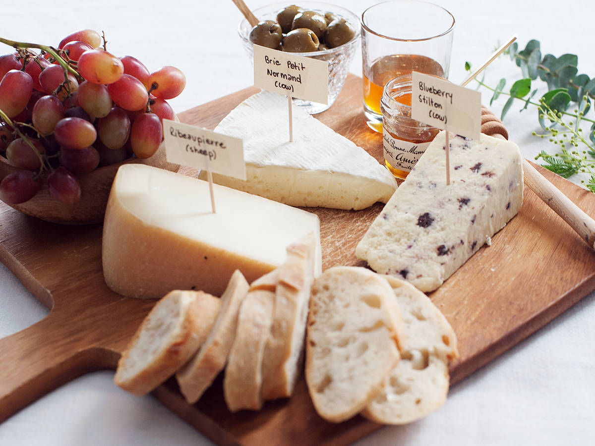 The Essential Elements of a Good Cheeseboard