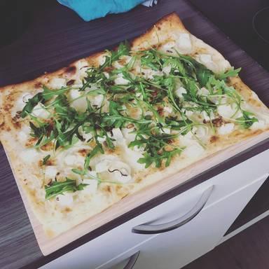 Einfache weiße Pizza