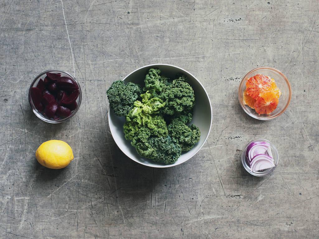 Grünkohlsalat mit roter Bete und Blutorange