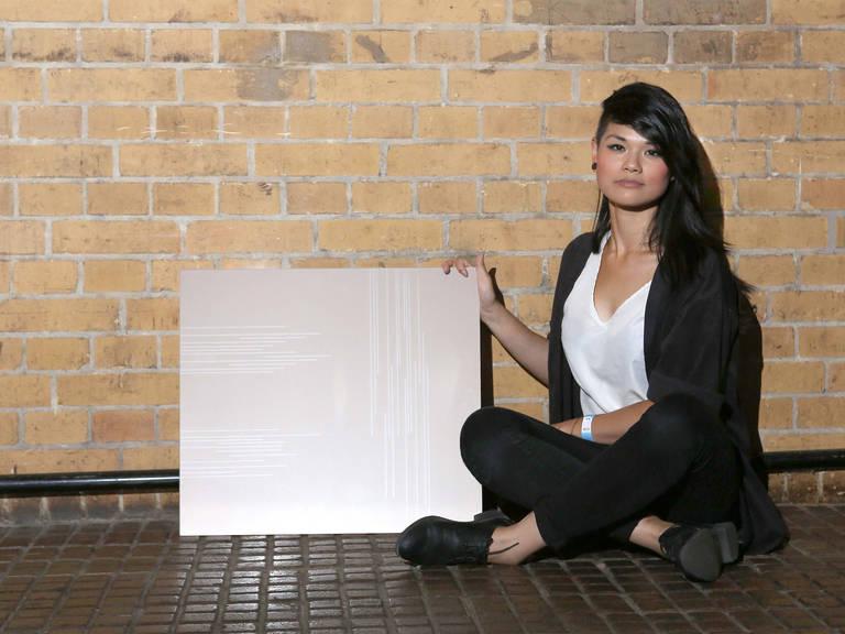 """Die Gewinnerin Hanh Phan mit ihrem Design """"OnLines"""" - © SCHOTT AG"""