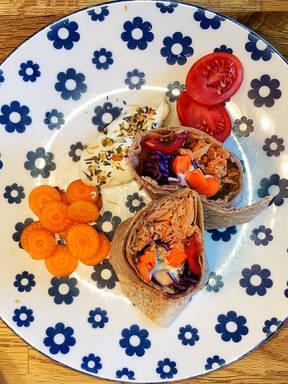 Protein Wraps mit Thunfisch und Rotkohl
