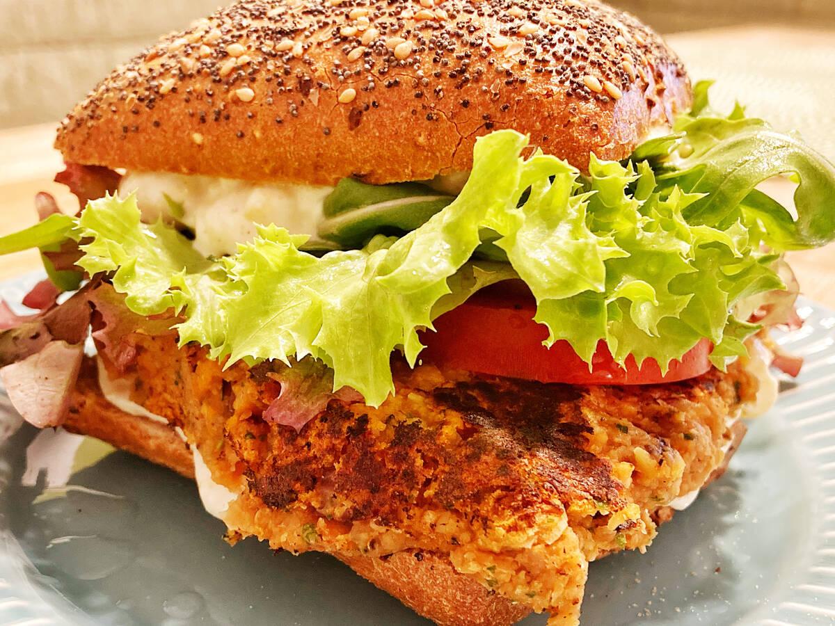 Veganer Kichererbsen Protein-Burger
