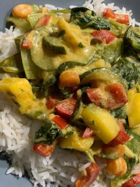 Gemüsecurry mit Mango und Basmatireis