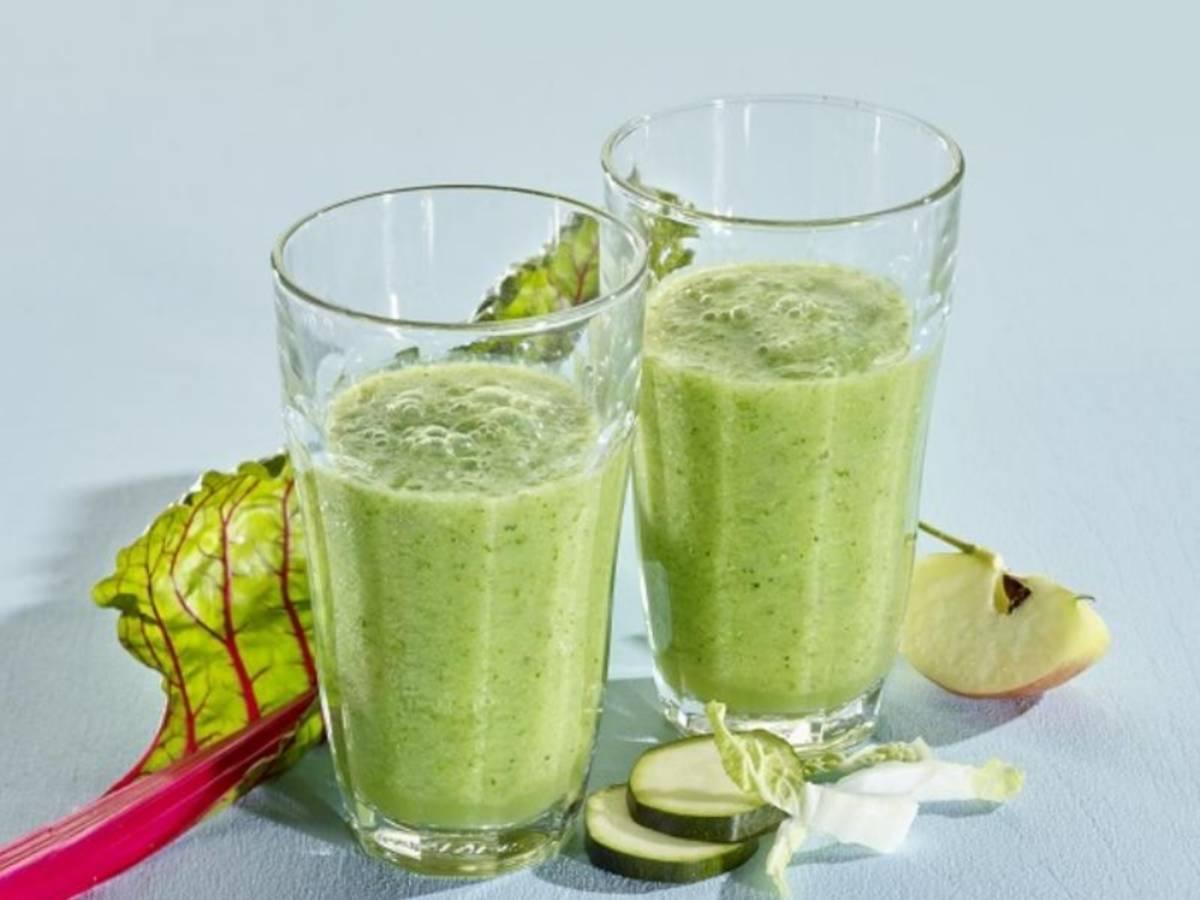 Grüner Gemüse-Smoothie mit Früchten