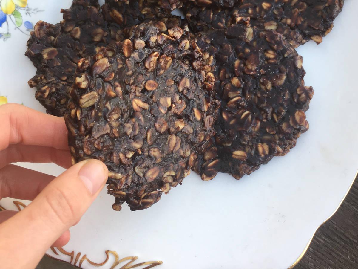 Chocolate Oat No-Bake Cookies (sweetened with honey!)