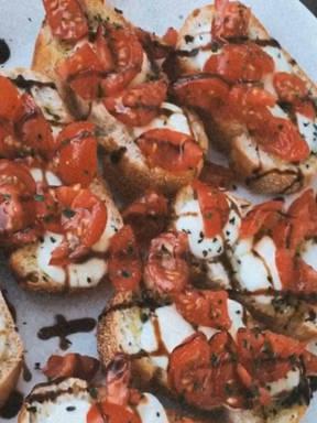 Tomate-Mozarella-Bruschetta