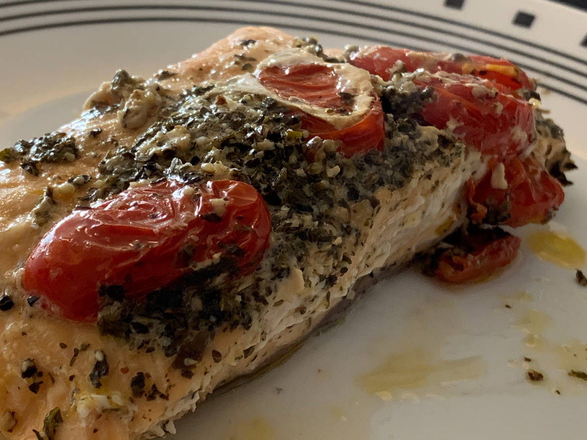Salmón and tomatoes in foil