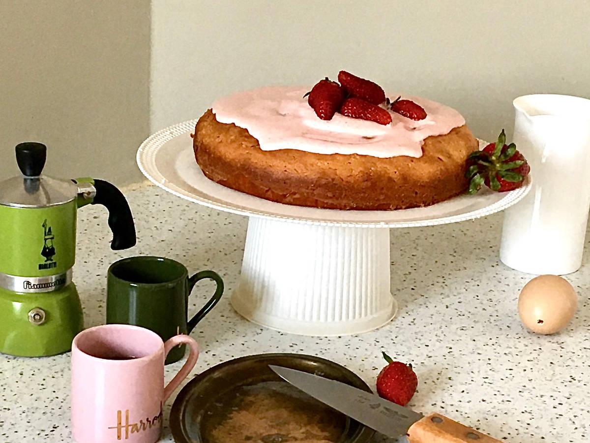 Yogurt Strawberry Shogetten Cake