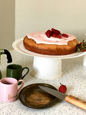 Yogurt Strawberry Shogetten Cake