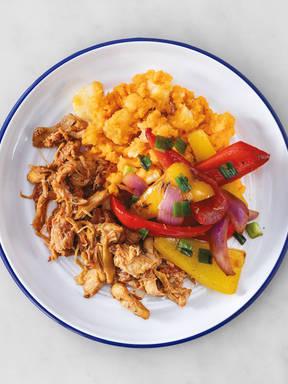Pulled Chicken BBQ mit Paprika und Süßkartoffelstampf