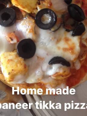 Mini paneer tikka pizza