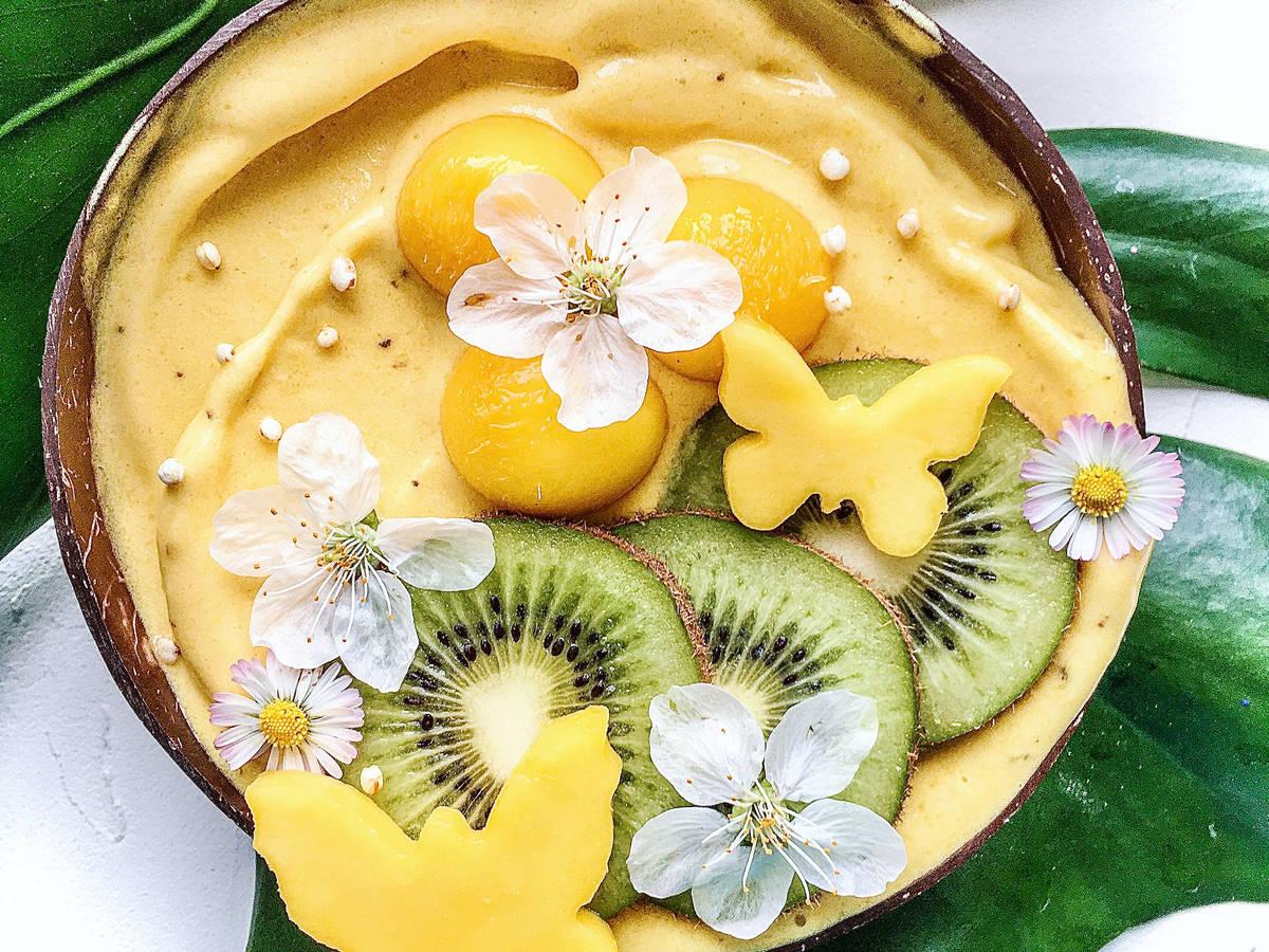 Mango Smoothie Bowl mit Kiwi