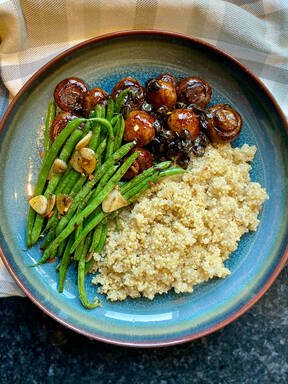 balsamic mushrooms with quinoa and garlicky green beans