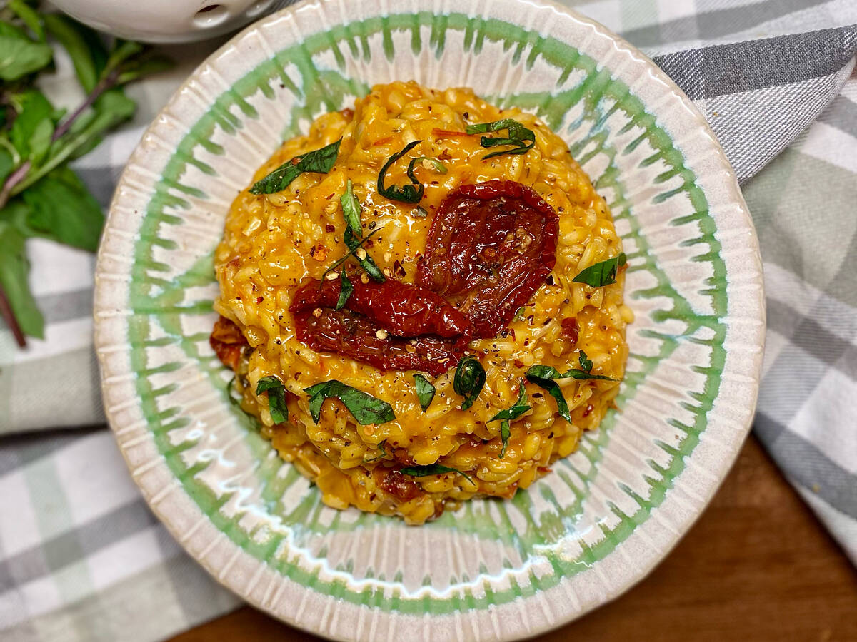 Veganes Risotto mit sonnengetrockneten Tomaten