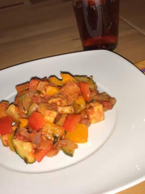 Tofupfanne mit buntem Gemüse