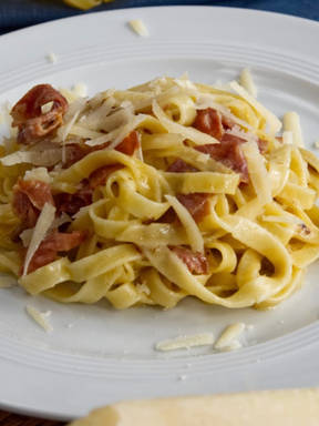 Pasta in Schinken-Sahne Soße