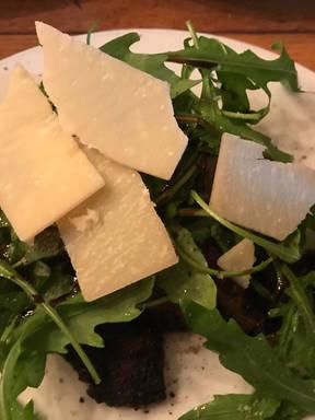 Rinderfilet mit Rucola und Parmesan