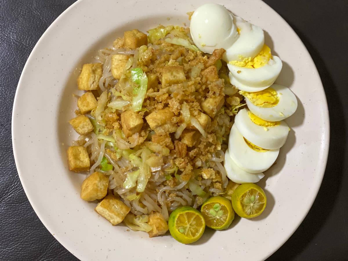 Stir fry shirataki noodles for a low carb recipe