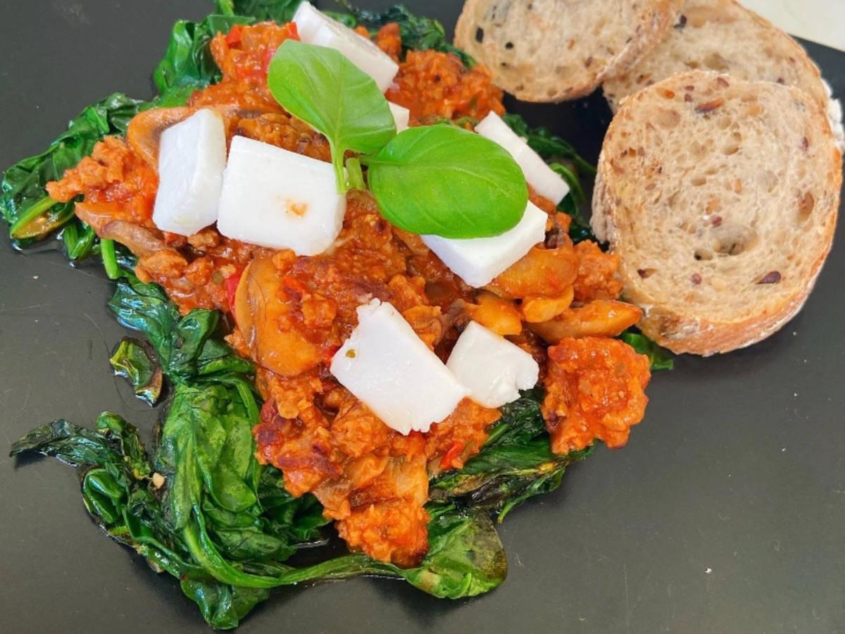 Vegan spinach bolognese