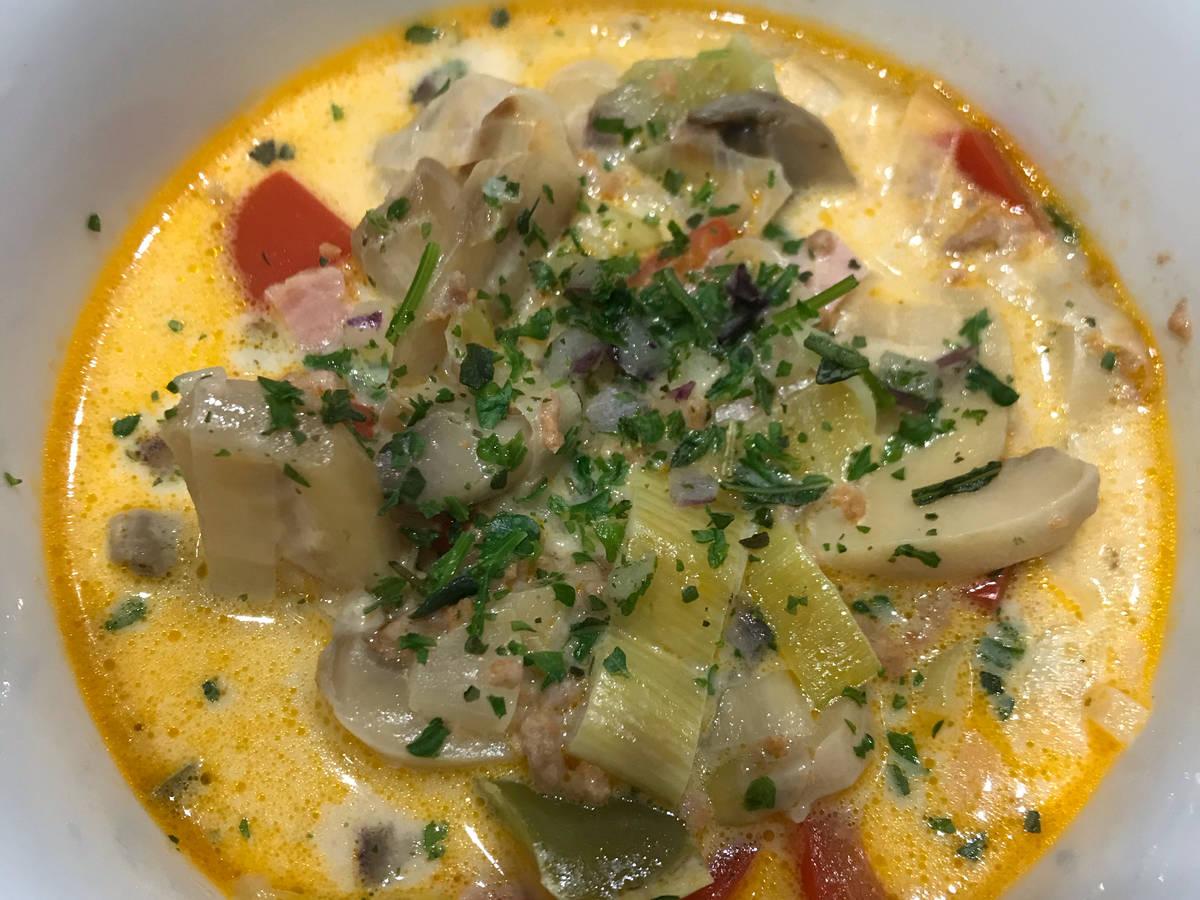 Hackfleisch-Suppe mit Gemüse & Schmelzkäse