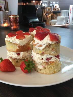 Easy strawberry cakes
