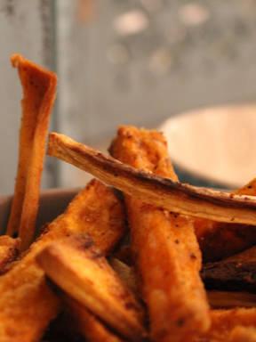 Knusprige Süßkartoffel-Pastinaken-Pommes ohne Fritteuse