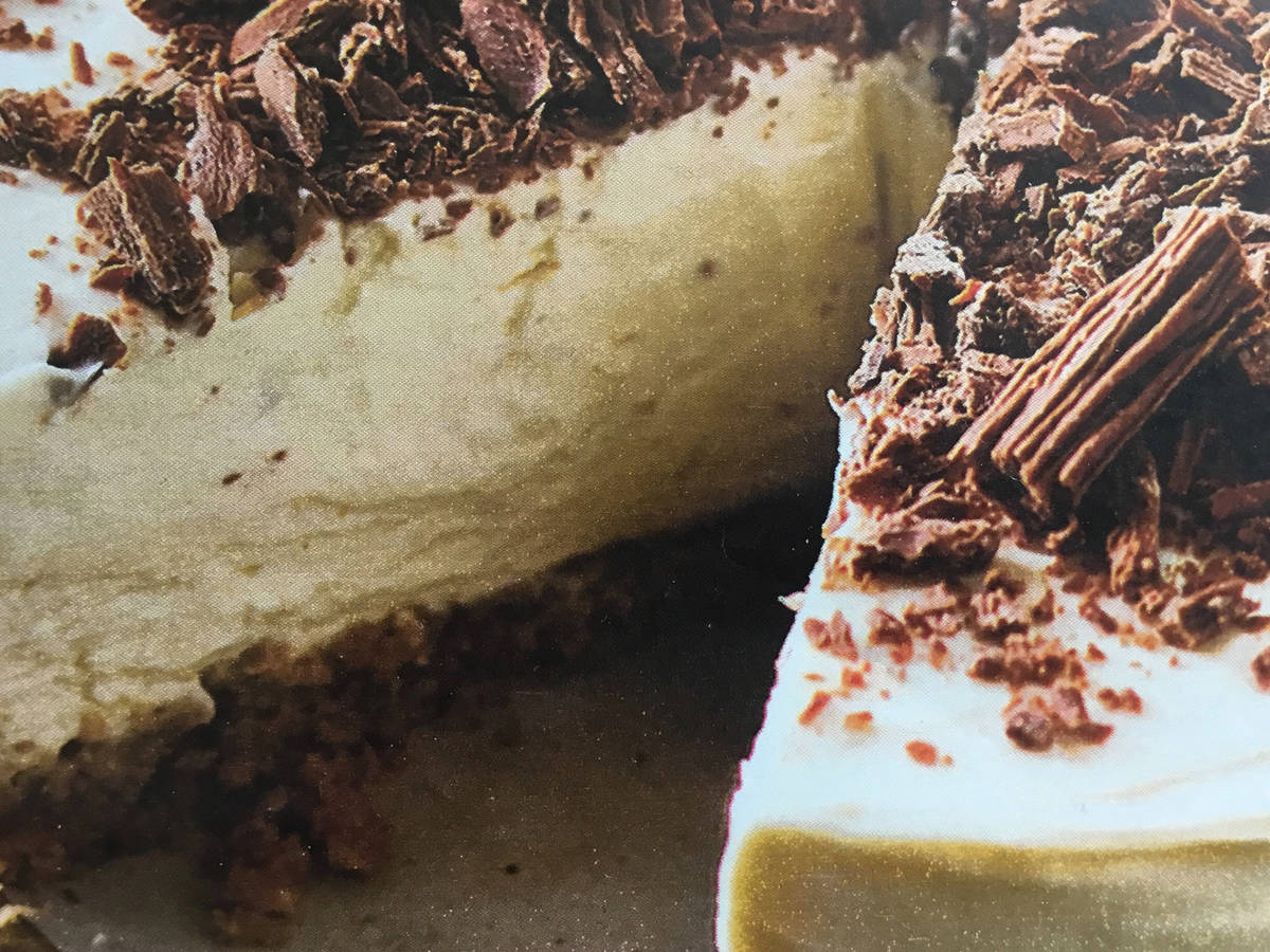 Cream Cheesecake with Chocolate Flakes