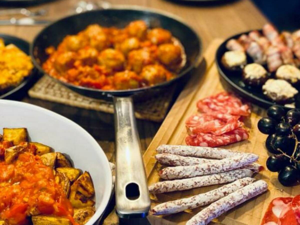 Albondigas (Spanish meatballs)