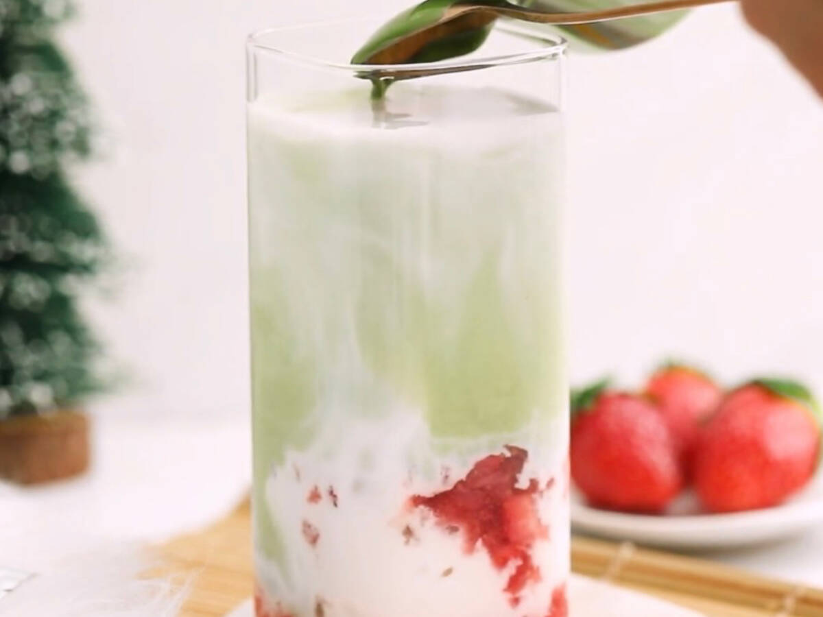 Matcha-Erdbeer-Latte