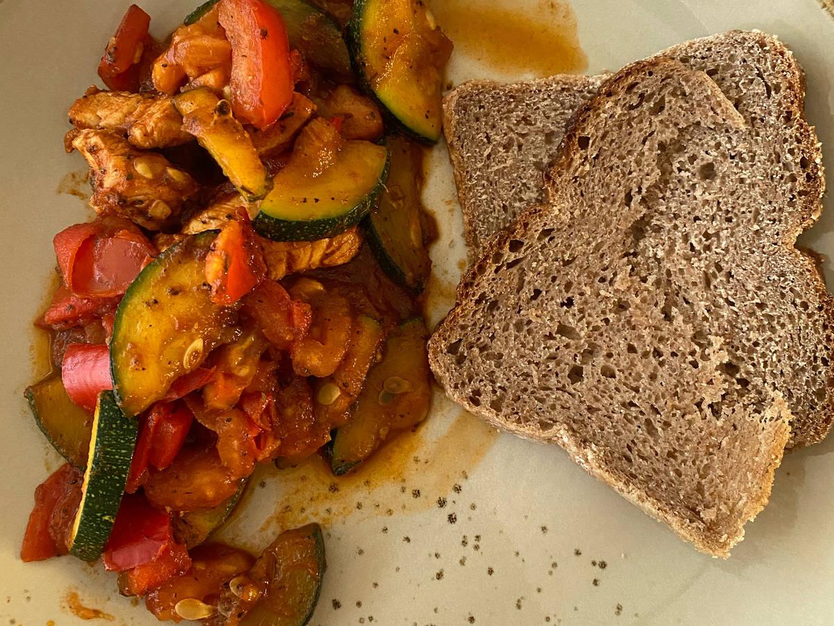 Gemüse-Hähnchen Pfanne