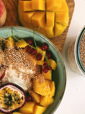Vegan mango porridge
