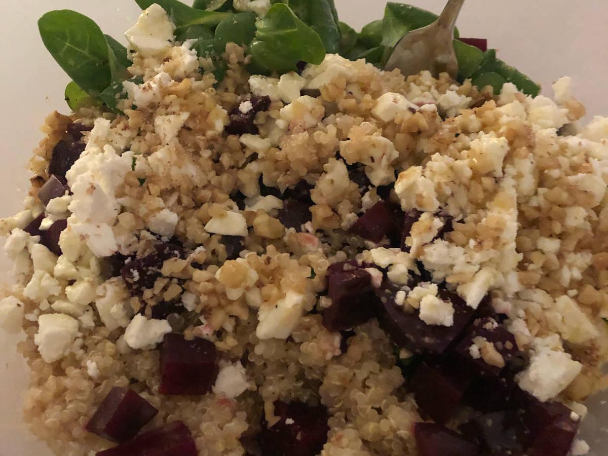 Rote Bete Quinoa Bowl