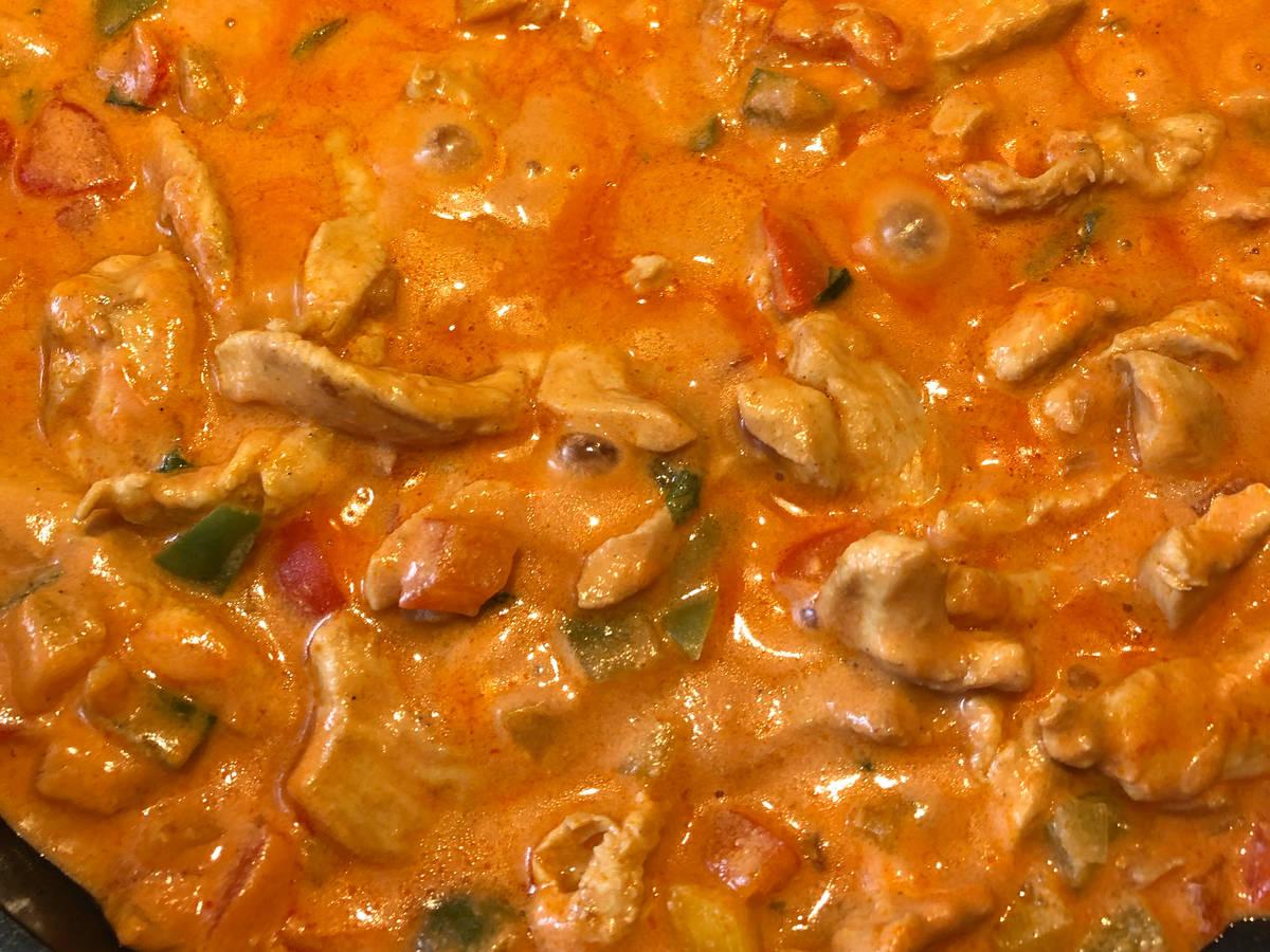 Paprika Hähnchengeschnetzeltes