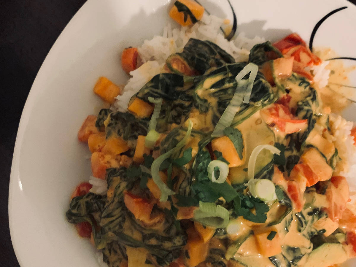 Veganes rotes Curry mit Reis