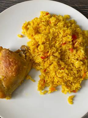Reis mit Kurkuma und Hähnchen
