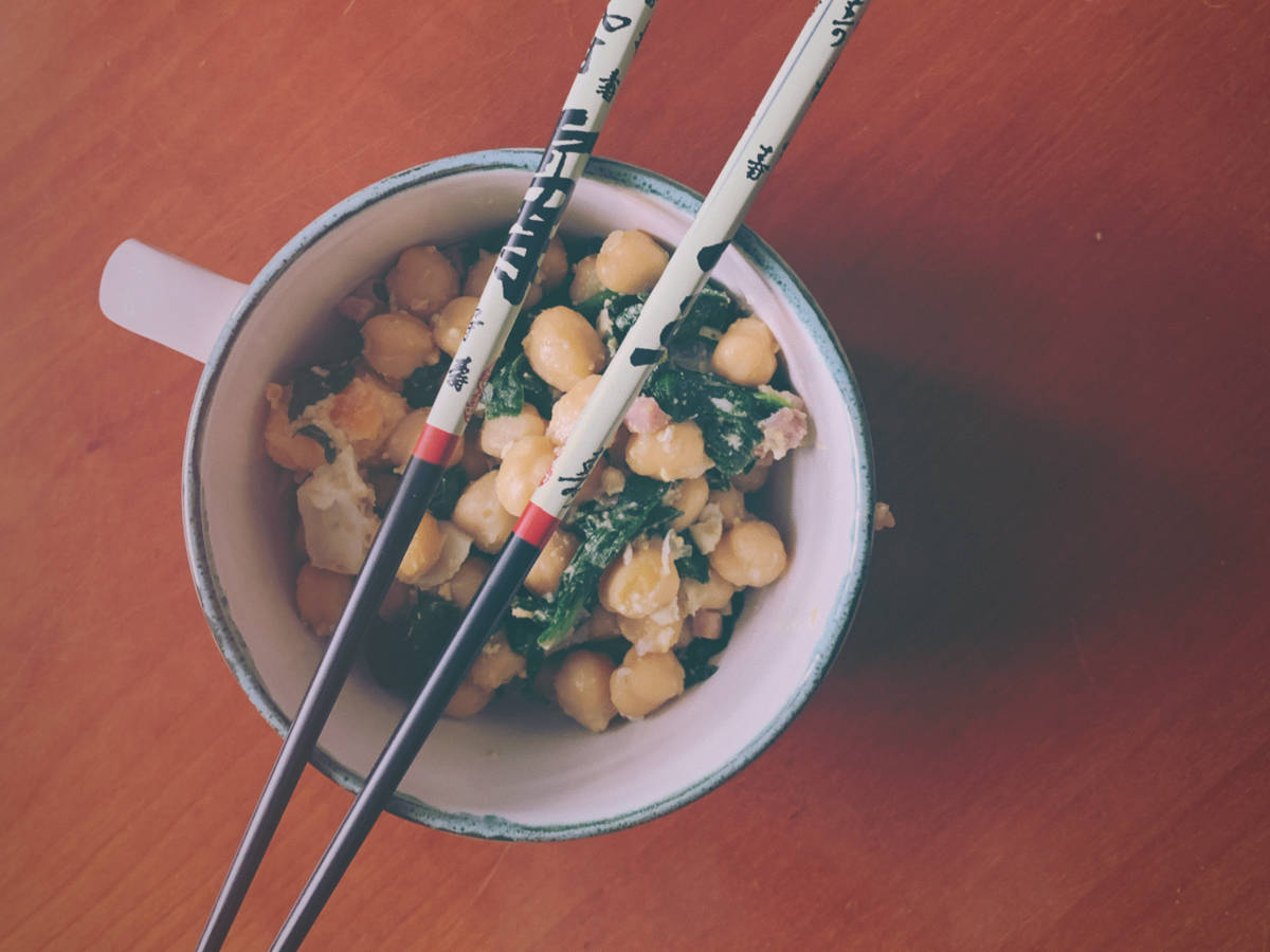 Spinach chickpea bowl