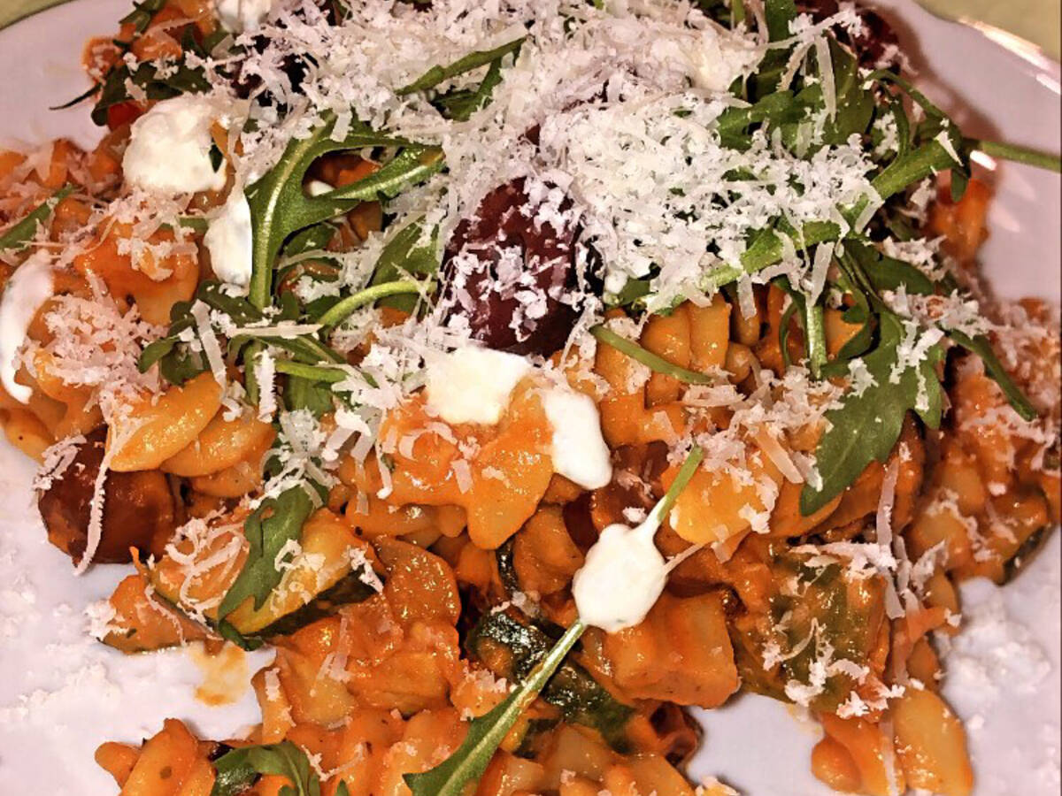 Fusilli mit mediterran-cremiger Tomatensauce
