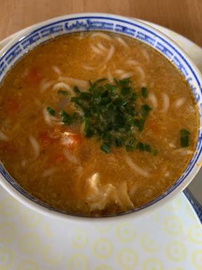 Vegetarische Sauer-Scharfe chinesische Suppe