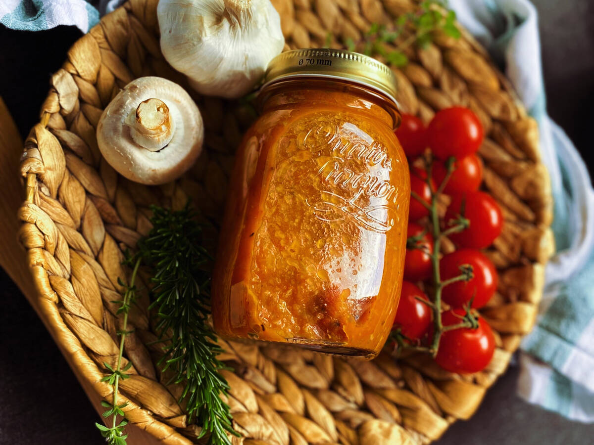 Selbstgemachtes Tomatensugo