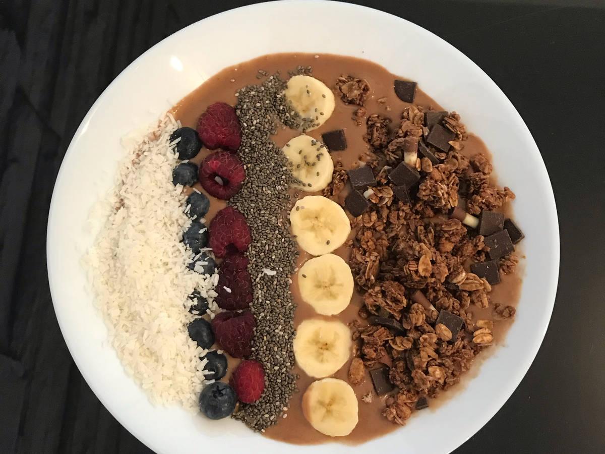 Erdnussbutter-Bananen Smoothie Bowl (Proteinbowl)