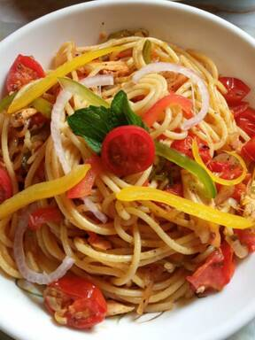 Spaghetti with Roasted Tomatoes, Bell peppers & Garlic