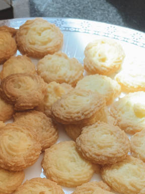 Crumbly and soft butter cookies