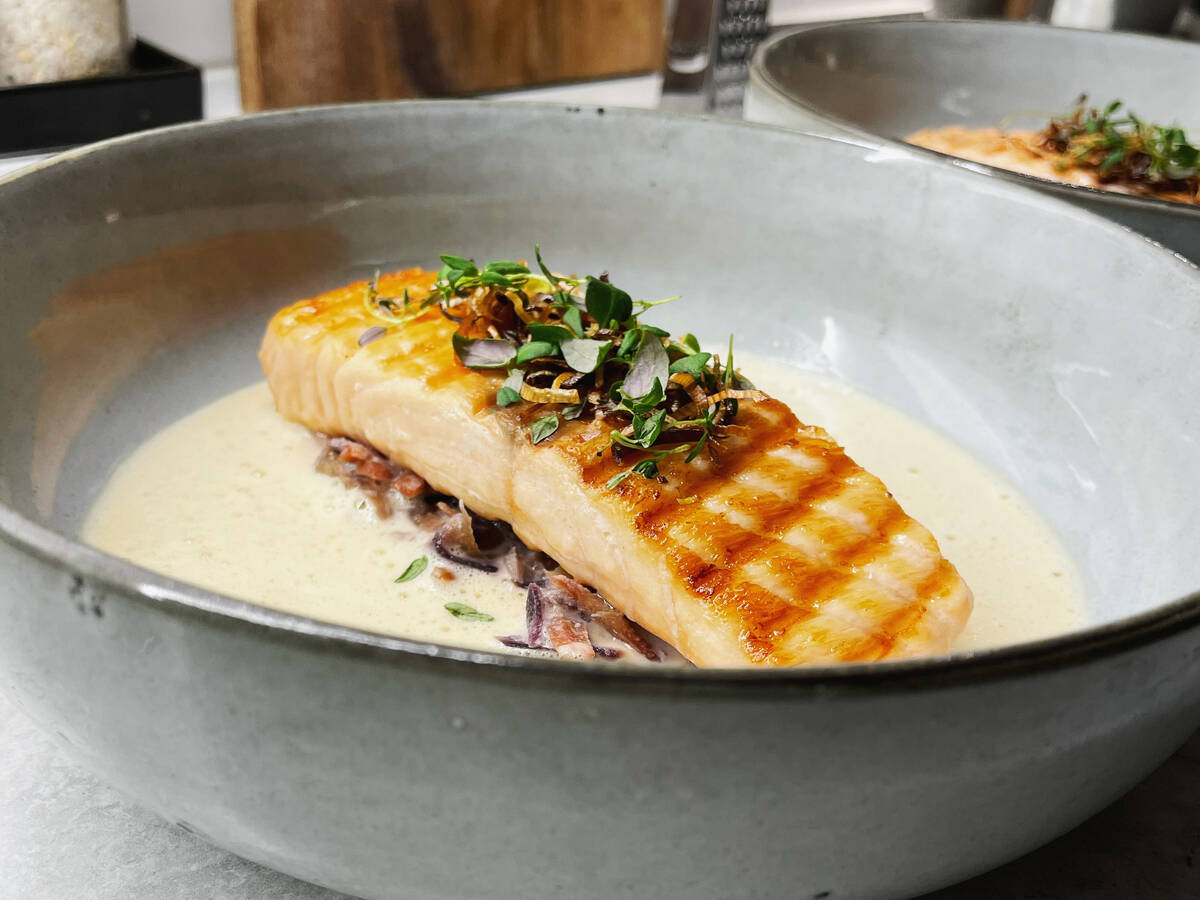 Grilled salmon with congac sauce
