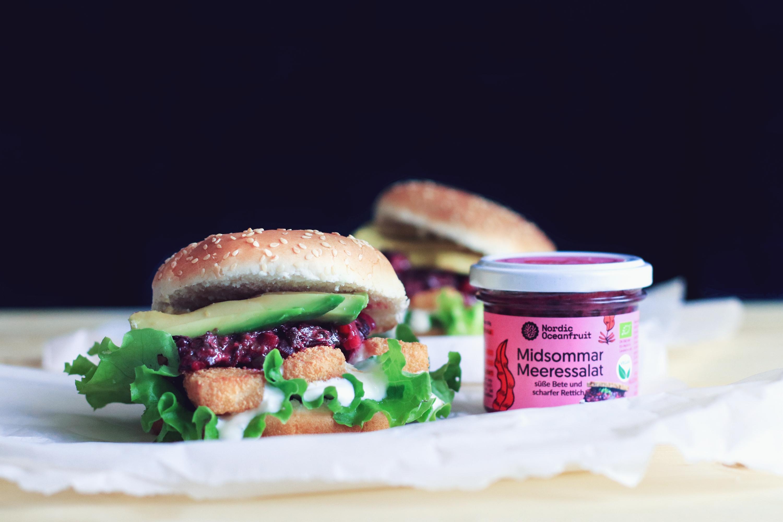 Vegan fish burger with Midsommar sea salad