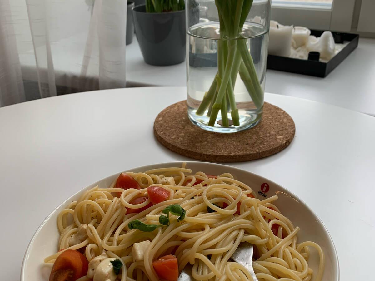 Tomaten-Mozzarella Spaghetti