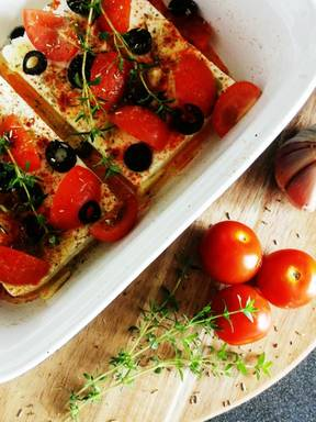 Quick oven-baked feta with garlic bread