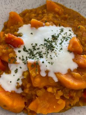 Rote Linsen-Curry mit Süßkartoffeln