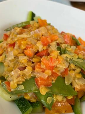 Zucchini Nudeln mit Gemüse, asiatischer Style