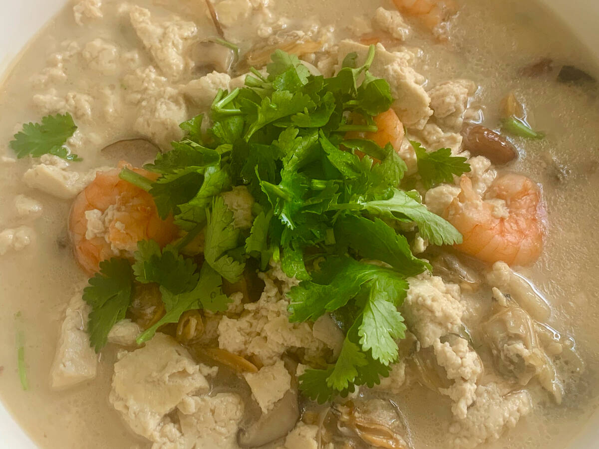 Stewed tofu with seafood soup 海鲜高汤焖豆腐